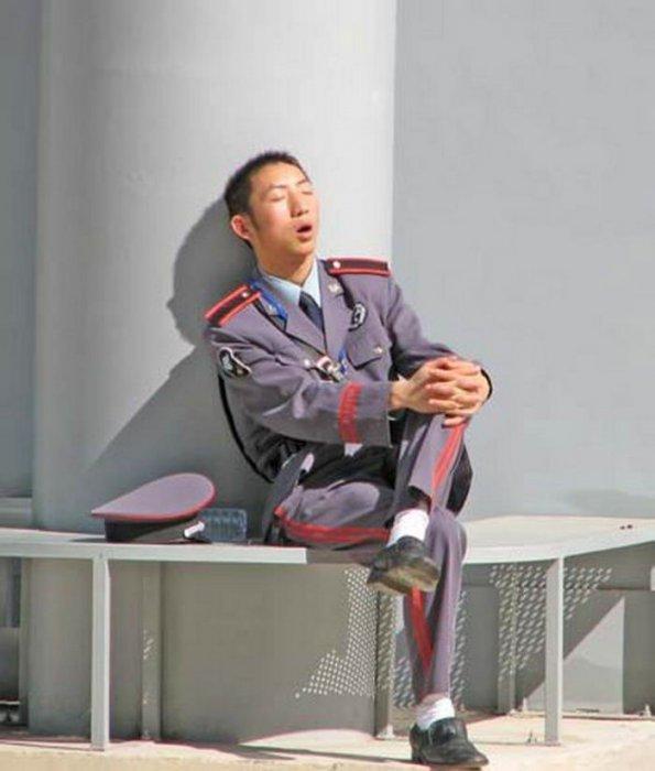 человек смешные русские охранники после сна фото пять