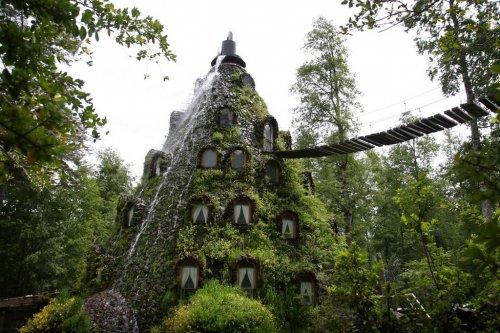 Отель – вулкан с водопадом в Чили