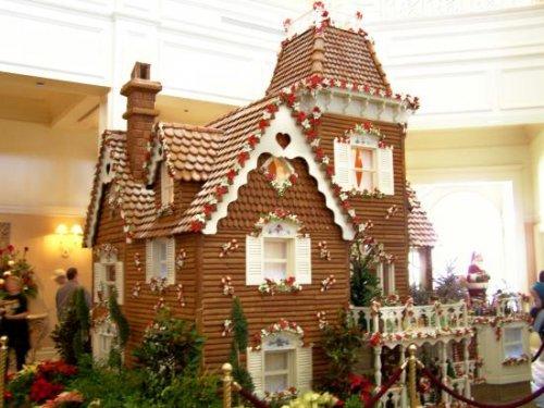 10 прикольных пряничных домиков