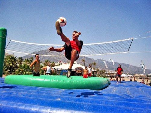 Боссаболл - смесь волейбола, футбола и бразильской капоэйры