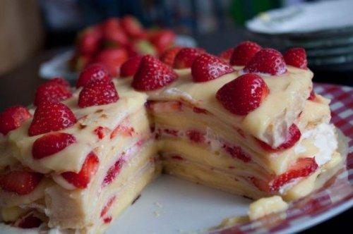 Клубничный пирог из блинчиков