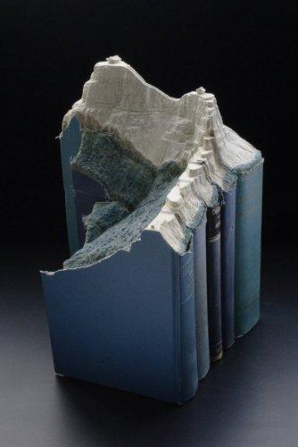 Удивительные скульптуры, высеченные из книг