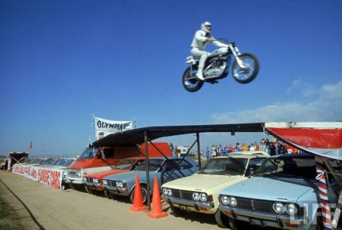Бесстрашные каскадеры на мотоциклах