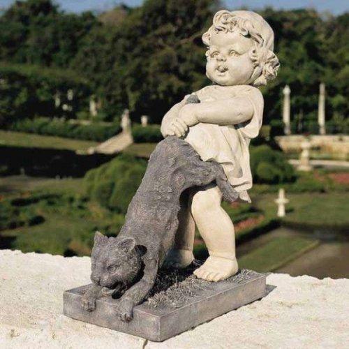 Странные статуи и памятники