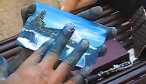 Художник рисует пейзажи пальцами за три минуты