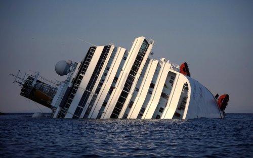 Costa Concordia затонул у берегов Италии