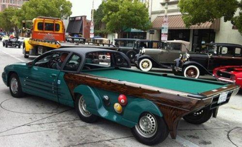 Автомобиль с бильярдным столом