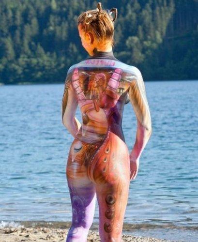 Девушки с разрисованными телами