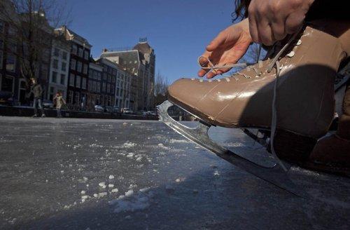 Каналы в Нидерландах превратились в каток