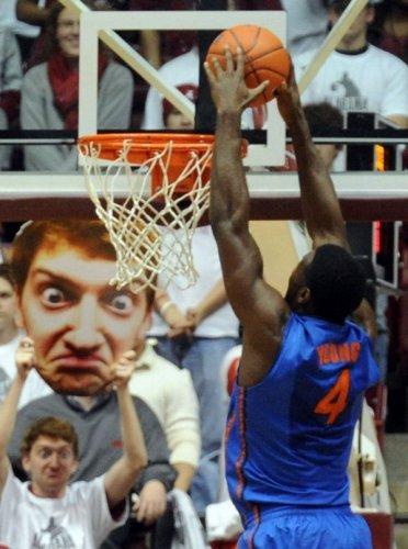 Находчивый баскетбольный фанат