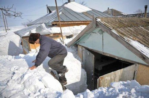 Румынская деревня погребена под 5-метровым слоем снега