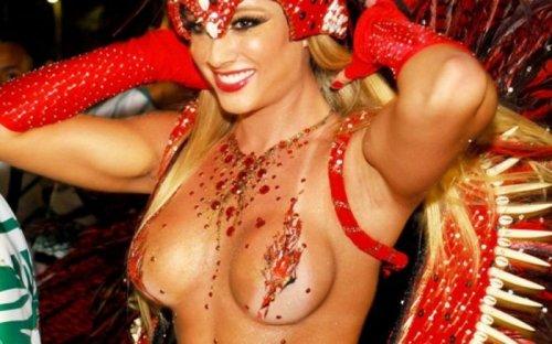 Девушки с карнавала в Рио-де-Жанейро