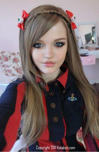 Девушка - кукла Барби