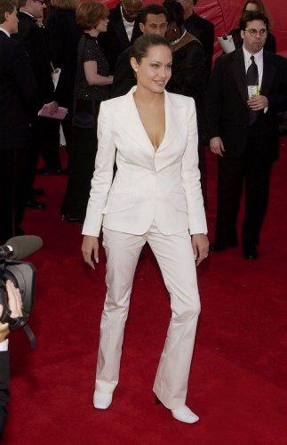 Анджелина Джоли на вручении Оскара в разные времена