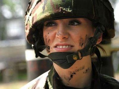 Боевая женщина Katrina Hodge