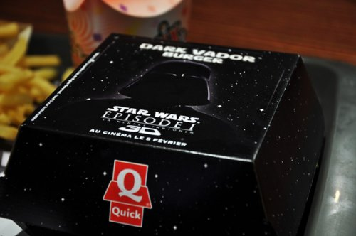 Акция от европейской сети McDonalds: Dark Vader Burger