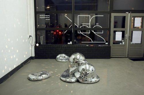 Тающие зеркальные шары