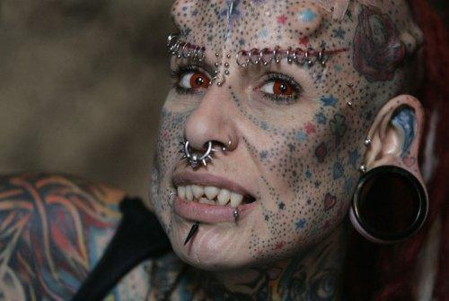 Девушка-вампир