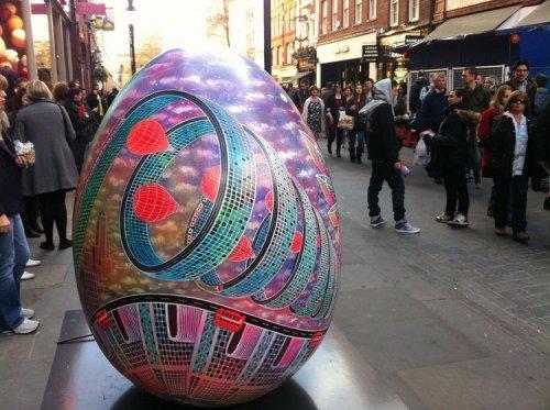 Пасхальная охота за расписными яйцами в Лондоне