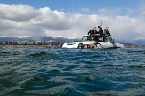 Плавающий автомобиль Land Rover Discovery