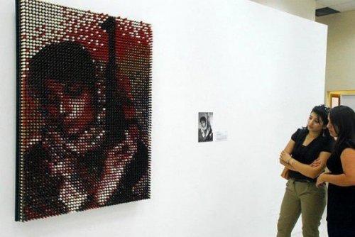 Инсталляция из 3500 помад
