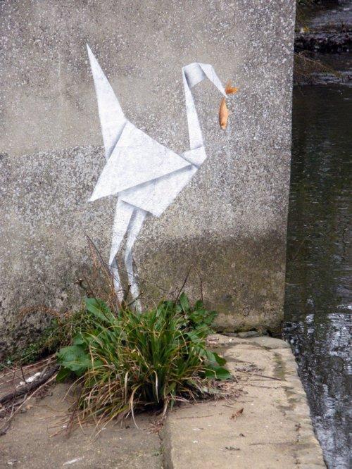 Стрит-арт оригами от Banksy
