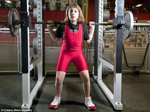 Школьница подняла вес в 2 раза больше своего