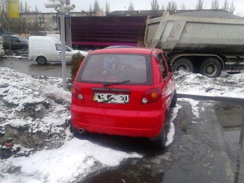 Автомобиль на киевской заправке