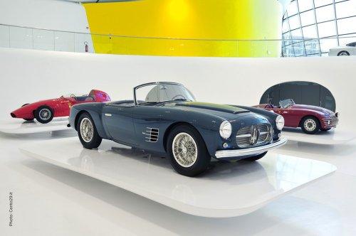 Музей Enzo Ferrari в Модене, Италия