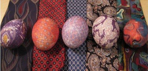 Оригинальный способ покрасить яйца