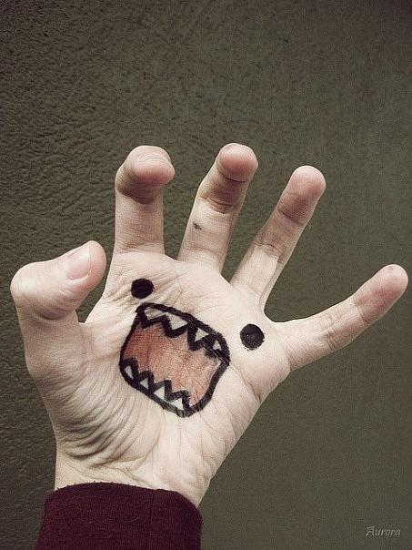 Прикольные рисунки на руках маркером