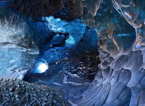 Пещеры из льда
