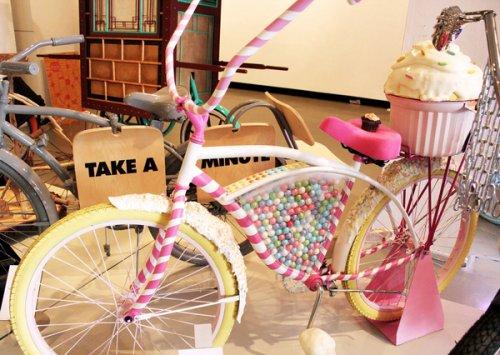 Велосипед из сладостей