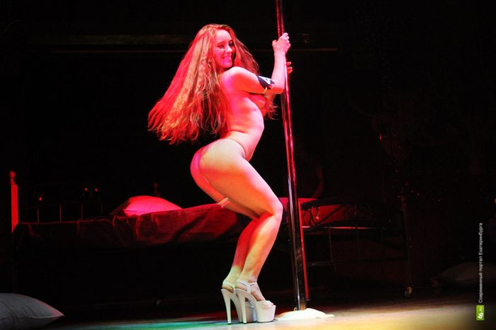 Cardi b is loose in a box of striptease