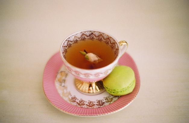 Слугу несущего мне чашку чаю