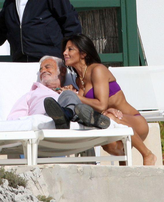 Бельмондо фото с девушкой