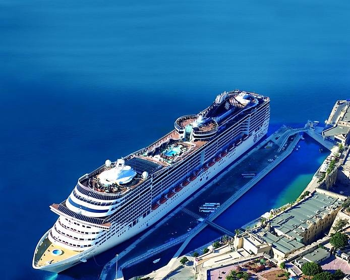 Фото самого большого корабля в мире по сравнению с титаником