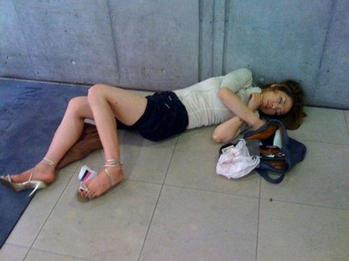 Фотографии пьяных теток извращенным гинекологом растянула