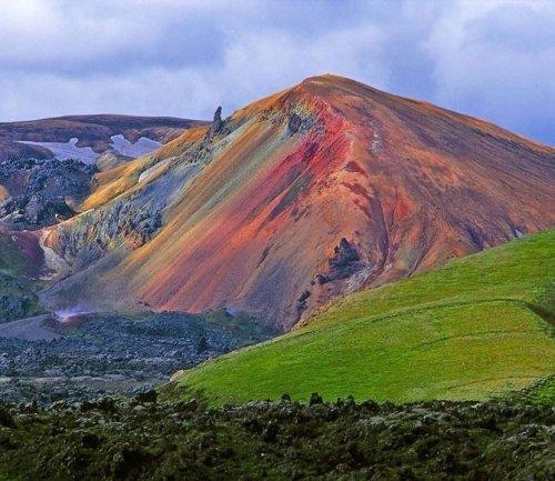 Красочные горы в Исландии