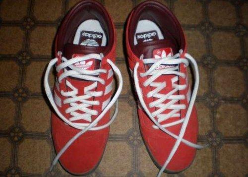 Веселые китайские кроссовки