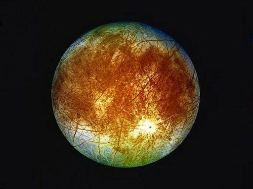 Топ-10 странных спутников Солнечной системы