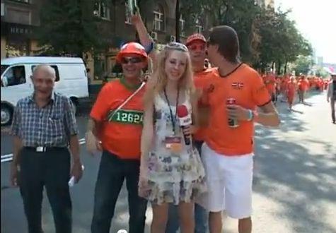 Репортерша против голландских болельщиков