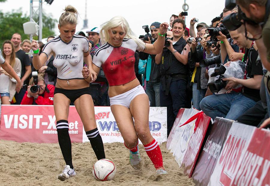 Матч порнозвезд евро 2012 порно актрисы