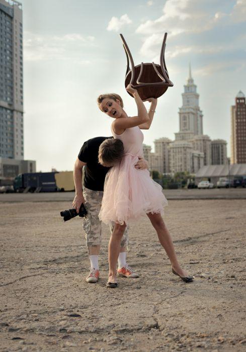 Фотожаба на девушку со стулом