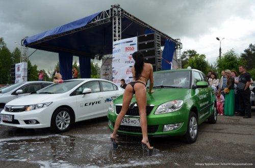 Автодрайв-2012: бикини-мойка и мокрые майки