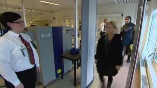 Шведский тролль в аэропорту
