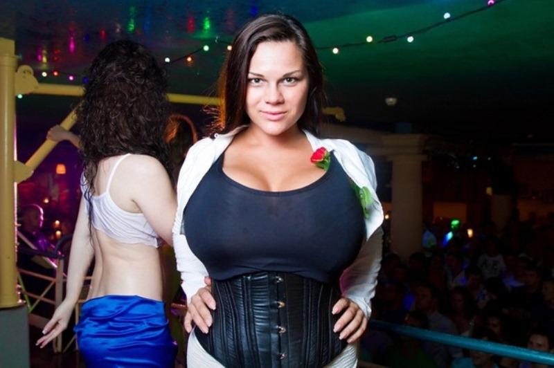 Большая грудь соревнования видео порно