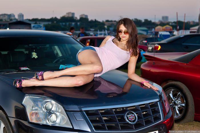 Потаскушки порно фото красивых девушек возле автомобиля пугачева плавки порка