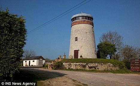 Дом из ветряной мельницы