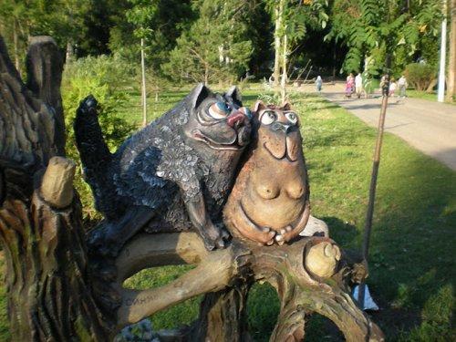 Скульптуры и памятники котам